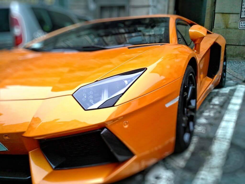 Automóviles de lujo con bitcóin