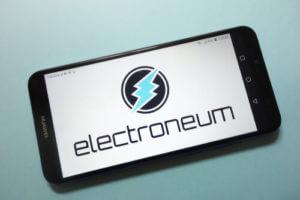 Logo d'Electroneum sur un smartphone - miner ETN via smartphone
